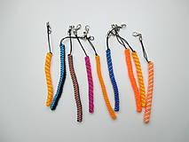 """Kľúčenky - Prívesok """"filofun"""" - pletenie z plastových káblikov (rovná, šikmá - tmavo+svetlomodrá) - 10551923_"""