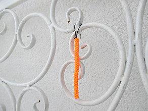 """Kľúčenky - Prívesok """"filofun"""" - pletenie z plastových káblikov (šikmá - ružovooranžová FLUO) - 10551790_"""