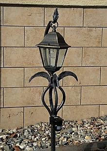 Svietidlá a sviečky - Stojany na lampy do zahrady - 10550303_