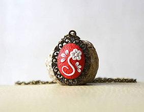 Náhrdelníky - Folk náhrdelník červený + biely kvietok - 10555476_