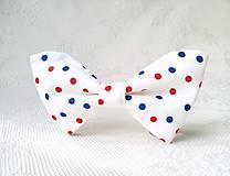 Náhrdelníky - Bodkovaný dámsky motýlik (biely/červené a modré bodky) - 10556016_