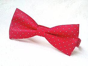 Doplnky - Bodkovaný pánsky motýlik Karkulka (červený/biele bodky) - 10556063_
