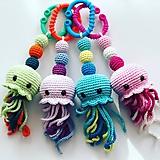 Hračky - Háčkovaná hrkálka pastelová medúzka / Crochet Pastel Jellyfish teether - 10555352_