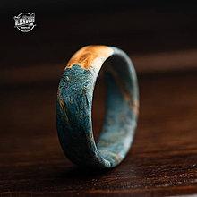 Prstene - drevený prsteň -  modrý javorový koreň - 10554474_