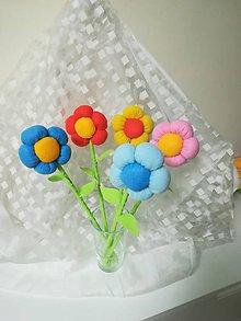 Dekorácie - Kvety z filcu - 10553167_