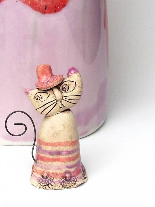 mačka figúrka  staro ružová s pásikom