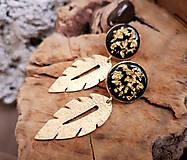 Náušnice - Napichovacie náušnice živicové so zlatým lístkom - 10553876_