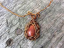Náhrdelníky - kvapka  achátu v medených kučierkach - 10556514_