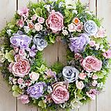 Dekorácie - Veniec na dvere ...neha ruží... - 10556941_