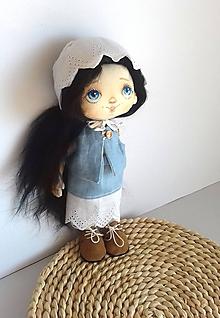 Hračky - Priateľky do kabelky. Textilná bábika - Modrienka - 10557178_