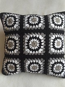Úžitkový textil - Vankúše háčkované čiernobielošedé - 10558543_