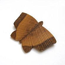 Odznaky/Brošne - Drevená brošňa - motýľ dubový - 10556313_
