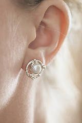 Náušnice - Strieborné napichovacie náušnice s perlami - Bokeh Pearl - 10561254_