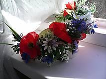 Svadobný kvetinový polvenček