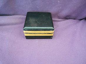 Krabičky - drevenná šperkovnička potiahnutá čiernou koženkou - 10561492_