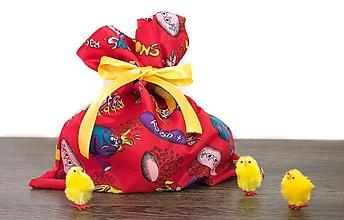 Úžitkový textil - Veľkonočné vrecúško so zajačikmi (Červené so žltou stuhou) - 10561984_