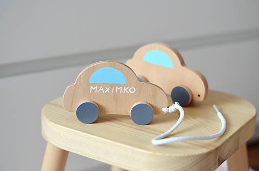 Ťahacia hračka autíčko
