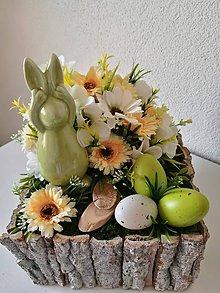Dekorácie - Veľkonočný aranžmán so zajačikom a vajíčkami - 10564254_