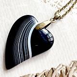 Náhrdelníky - BlackWhite Agate Heart Bronze Pendant / Prívesok srdce s drúzovým achátom #2012 - 10572309_