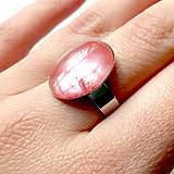 - ZĽAVA 45% Cherry Quartz Ring / Prsteň s cherry krištáľom v platinovom prevedení  - 10572599_