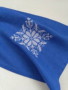 Úžitkový textil - Ako modrotlač (ručne vyšívaný ľanový obrúsok) - 10572421_