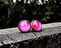 Starobronzové puzetové náušnice s ružovými kamienkami