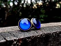 Starobronzové puzetové náušnice s modrými kamienkami