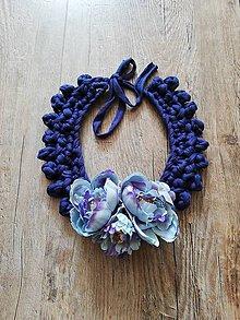 Náhrdelníky - Háčkovaný náhrdelník s kvetmi - 10572678_