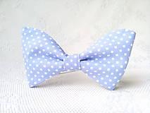 Náhrdelníky - Sky blue bow tie with small white polka dots - 10575821_