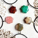 Náhrdelníky - Simple Gemstone Flower Necklace / Náhrdelník kvet s minerálom #2056 - 10575603_