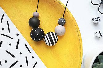 Náhrdelníky - Čierno biely náhrdelník - 10577719_