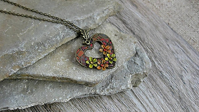 Náhrdelníky - Farebné srdiečko s kvietkami - náhrdelník, 2603 - 10576361_