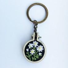 """Kľúčenky - Vyšívná kľúčena """"Margarétky"""" - 10578302_"""