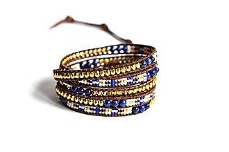 Náramky - Dámsky wrap náramok BRYXI z Lapis lazuli a sklenených korálok - 10577423_