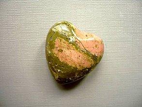 Minerály - Nevrt. srdíčko 27 mm - unakit, č.17f - 10577982_