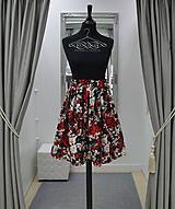 Sukne - Čierno červená kvetovaná sukňa - 10578773_
