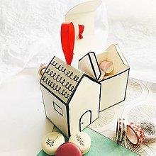 Darčeky pre svadobčanov - papierová darčeková škatuľka Domček pre svadobčanov/na koláče alebo cukríky - 10580405_
