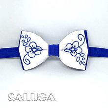 Doplnky - Ručne vyšívaný folklórny motýlik - kráľovsky modrý - 10581296_