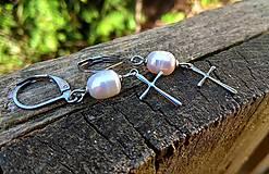 Náušnice - Krížikové náušnice s riečnymi perlami (CHO) - 10579858_