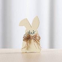 Dekorácie - Veľkonočná dekorácia z dreva - zajac žltý (malý) - 10578769_