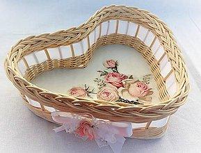 Košíky - Košík z pedigu v tvare srdca s ružami - 10580760_