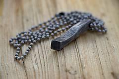 Náhrdelníky - Kovaný prívesok z damascénské oceli - 10581199_