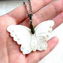 Náhrdelníky - Butterfly Shell Bronze Pendant / Prívesok motýľ - mušľa #2059 - 10583050_