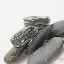Prstene - Pán vod - Kovaná obrúčka damasteel, dřevo - 10584008_