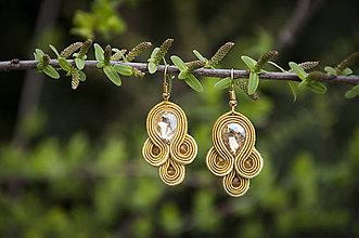 Náušnice - Zlatá Emma - soutache earring -ručne šité šujtášové náušnice - 10584661_