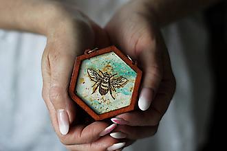 Náhrdelníky - Včela (Tyrkysová) - 10585099_