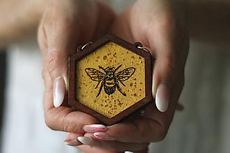 Náhrdelníky - Včela (Zlatá) - 10585102_
