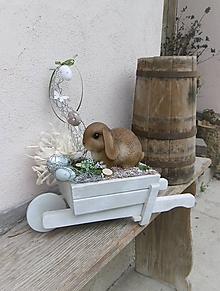 Dekorácie - Jarná dekorácia so zajačikom na fúriku - 10588876_