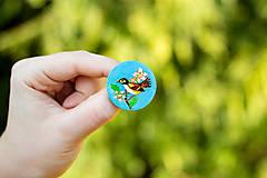 Odznaky/Brošne - Ručně malovaná brož s ptáčkem v tyrkysové - 10591490_