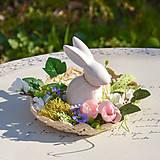 Dekorácie - Jarná dekorácia so zajačikom - 10589539_